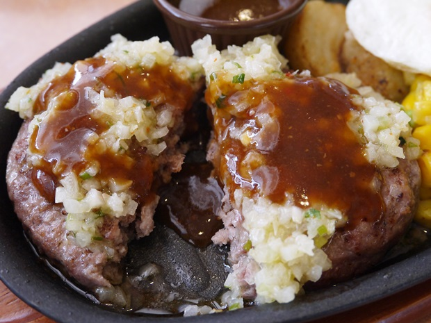 サイゼリヤの野菜ソースのハンバーグ(ディアボラ風)