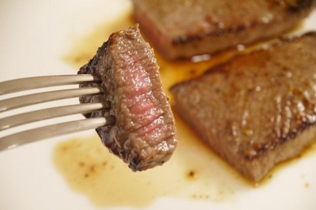 安いステーキ肉美味しく焼くレシピ