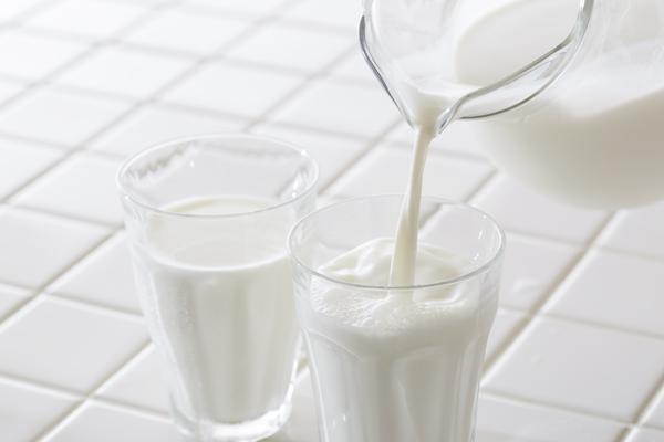 アミノ酸を含む牛乳